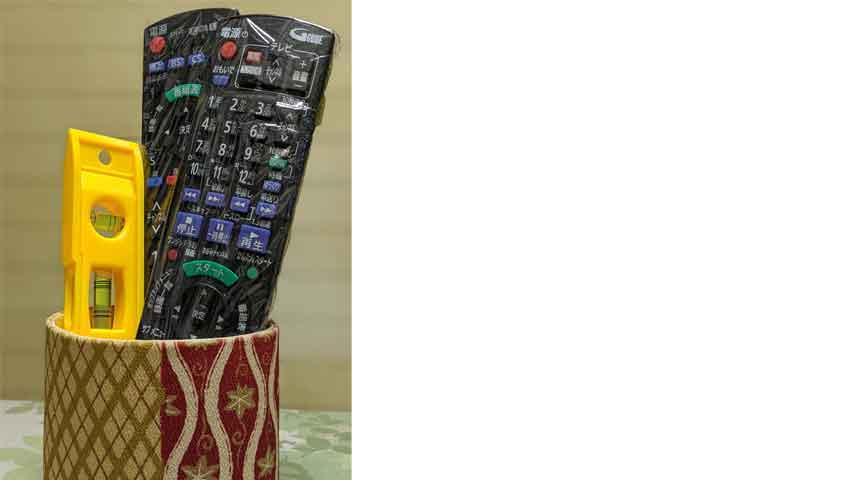 テレビのリモコンと一緒にある水準器
