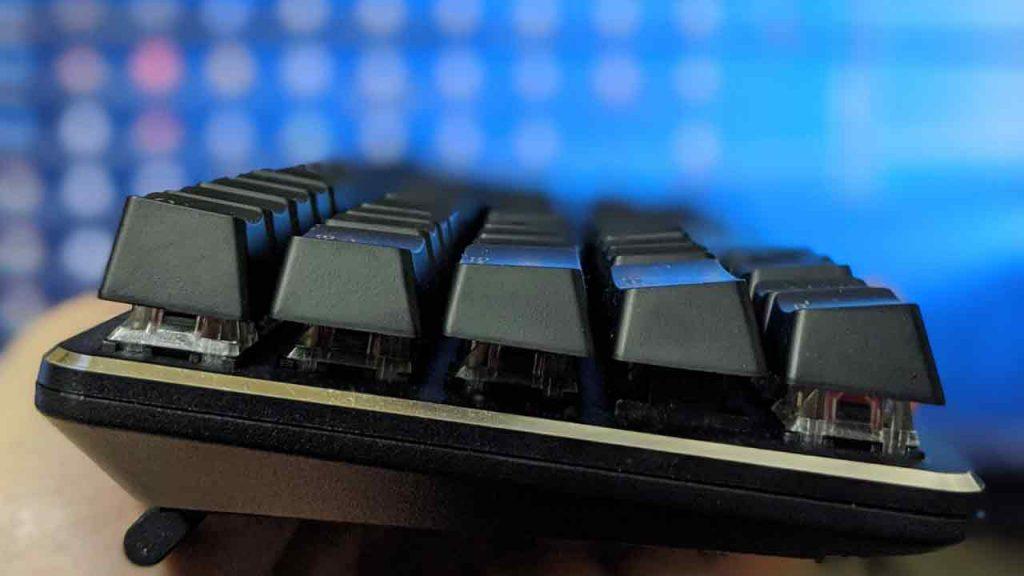 パソコンをシャットダウンしたのにキーボードやマウスのLEDランプが点灯する